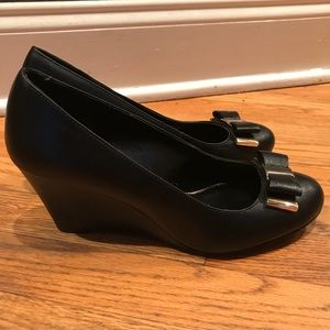 Jessica Simpson wedges with bows